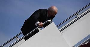 واشنطن: بايدن بخير والجو العاصف سبب تعثره على درج الطائرة