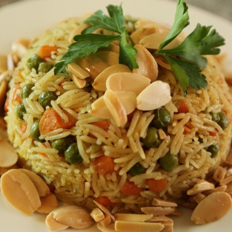 الأرز المبهر بالخضار والمكسرات