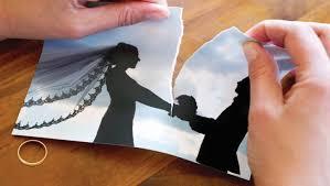 ما يعيق طلاقي من زوجتي المغرورة هو طفلي البريء