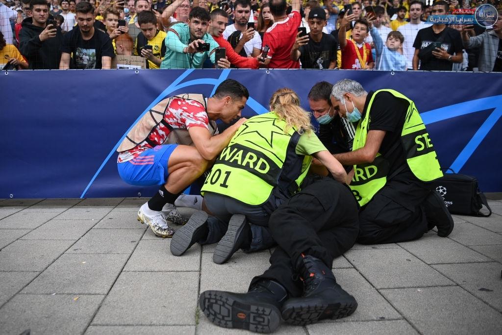 """بالصور ..  تسديدة رونالدو """"الخارقة"""" تسقط رجل أمن وتعرضه لإصابة بالغة"""