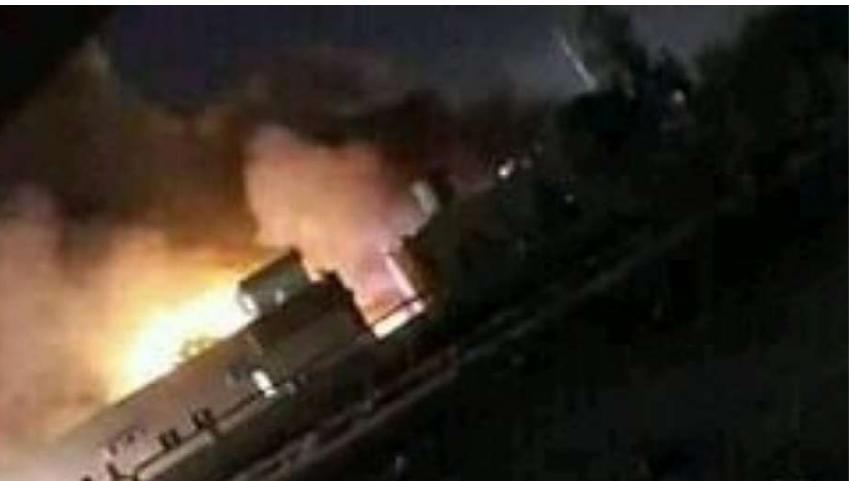 """20 سيارة ..  حريق ضخم بسوق الأعلاف بحفر الباطن """"فيديو"""""""