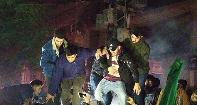 مصر تفرج عن جريح فلسطيني اعتقلته قبل أشهر