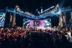عمرو دياب يشكر الأردن على حفله في العقبة