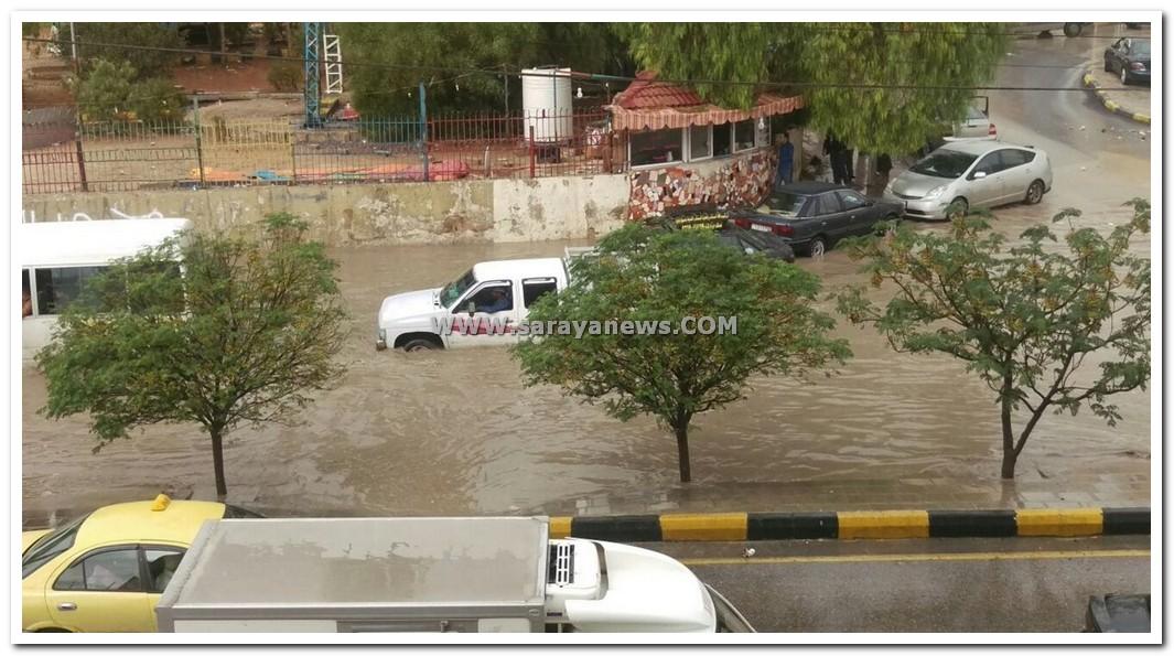 بالصور.. الزرقاء والرصيفة تغرقان بمياه الامطار و البلديات غائبة.. والمواطنون يستنجدون
