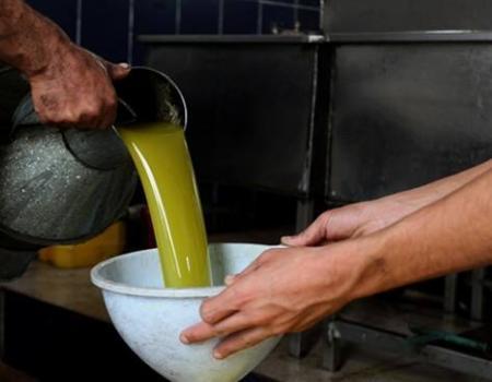 جرش : ضبط 3 أطنان من الزيت المغشوش واغلاق 3 مطاعم بالمصطبة