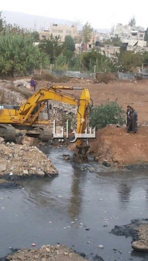 بالصور..الزرقاء: غرق طفلين في بركة تجمع مياه صرف صحي .. انتشال الاول و البحث جار عن الاخر
