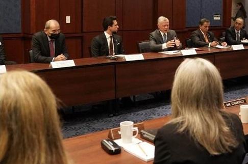 جلالة الملك يلتقي لجنة الخدمات العسكرية في مجلس الشيوخ الأمريكي بحضور ولي العهد سمو الأمير حسين
