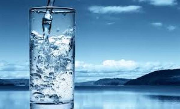 ثمان فوائد ذهبية للإكثار من شرب الماء ..  خصوصاً في العيد