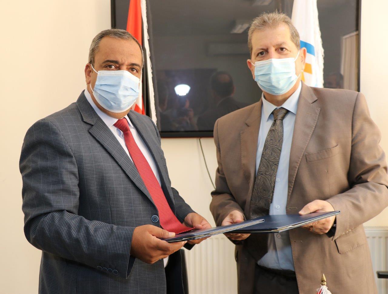 """بالصور  ..  اتفاقية تعاون بين """"عمان العربية"""" وجمعية المتقاعدين العسكريين"""