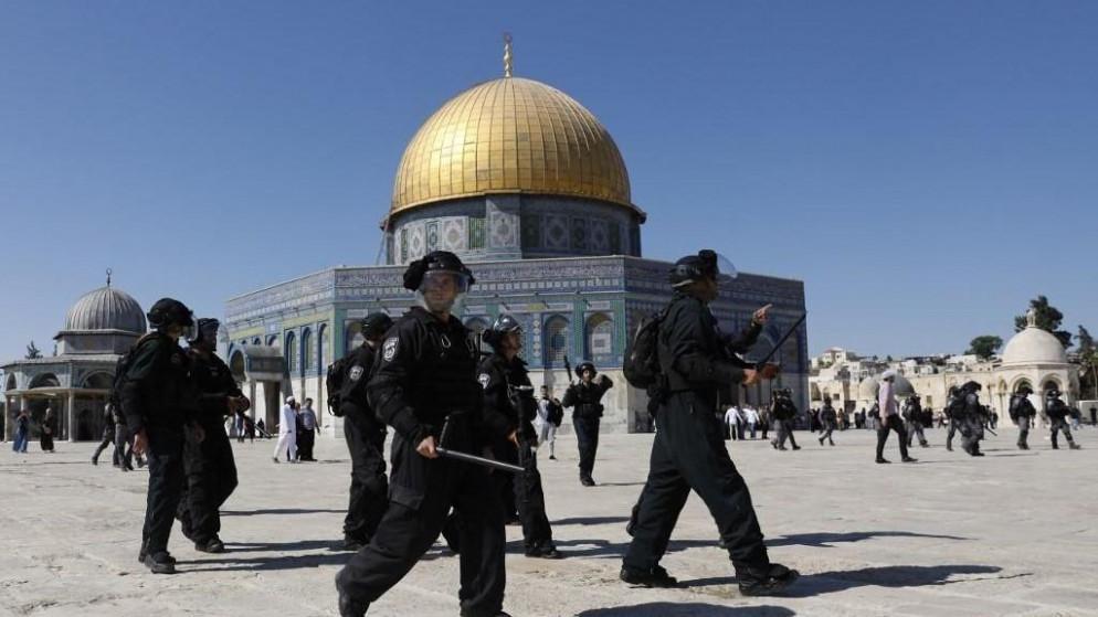 """3 مجموعات من """"قطعان المستوطنين"""" تقتحم المسجد الأقصى"""