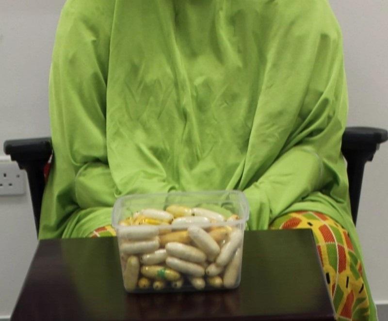 زائرة تخفي 71 كبسولة كوكايين في أحشائها عبر مطار دبي