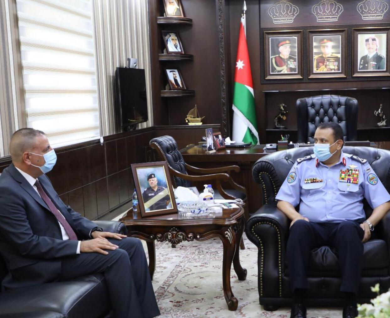 وزير الداخلية يزور مديرية الامن العام .