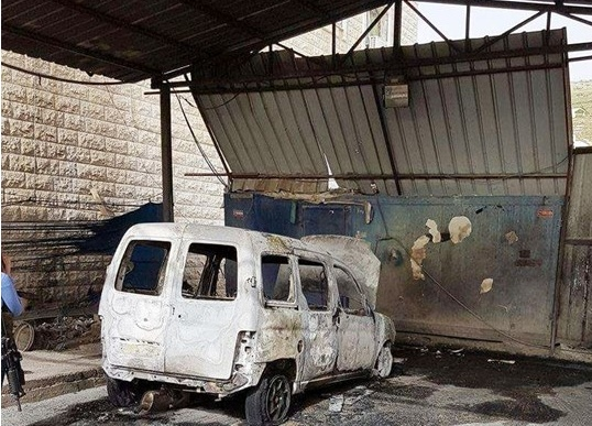 مستوطنون يحرقون سيارة فلسطيني جنوب نابلس