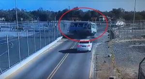 بالفيديو: حادث 'بشع' لحافلة بسبب السرعة العالية!!