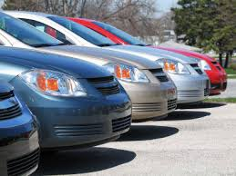 مواطنون يطالبون بضوابط لتنظيم عمل مكاتب تأجير السيارات