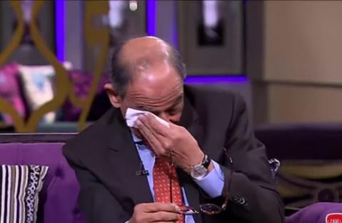 """بالفيديو  ..  مكالمة هاتفية تُبكي فرعون مصر على الهواء """"الانسان مش حديد"""""""