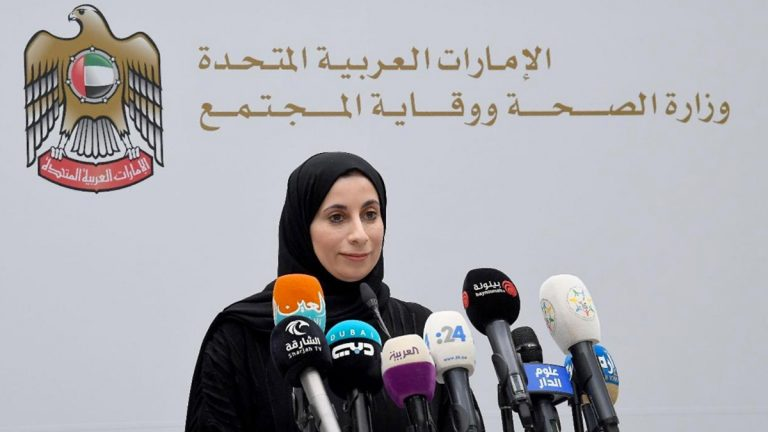 الإمارات تعلن تسجيل 300 حالة إصابة جديدة بفيروس كورونا المستجد