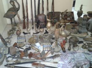 بالصور.. ضبط كميات من القطع الأثرية و الأسلحة غرب اربد