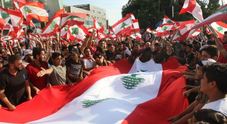 """حشود شعبيه تتظاهر في لبنان قبل يوم من """"أحد الإصرار"""""""