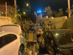 الأحتلال يعتقل 5 أشخاص من عائلة واحدة  ..  تفاصيل