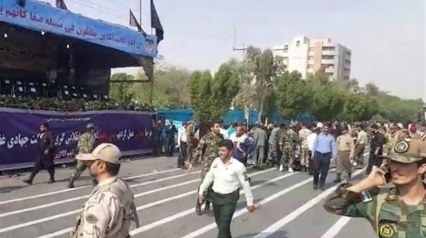 بالفيديو ..  شاهد اللحظات الأولى للهجوم على عرض عسكري في إيران