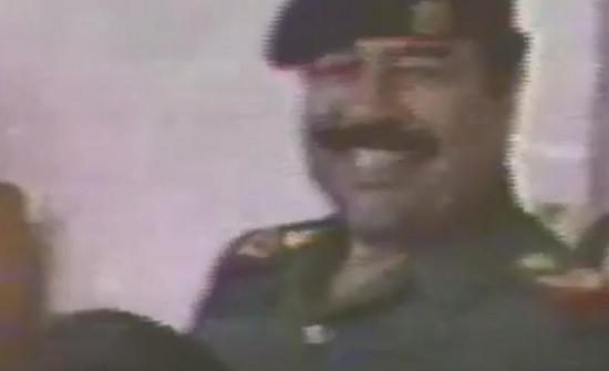 بالفيديو : طفل يطلب من صدام حسين رشاش