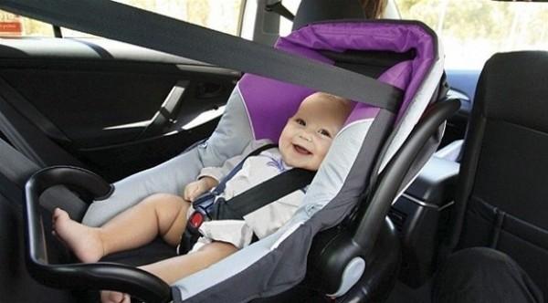 تجنب هذه الأخطاء عند وضع طفلك الرضيع في السيارة