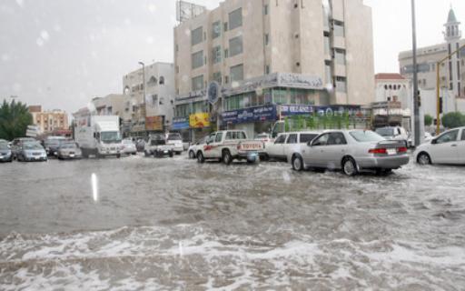 الأمطار الغزيرة تربك الحركة المرورية في إربد
