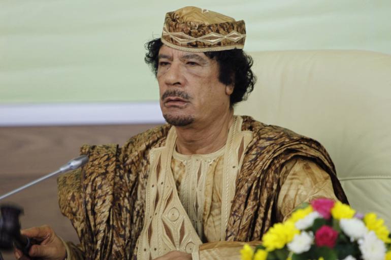"""غاب 10 سنوات ..  شاهد """"قصر القذافي"""" الطائر في السماء"""