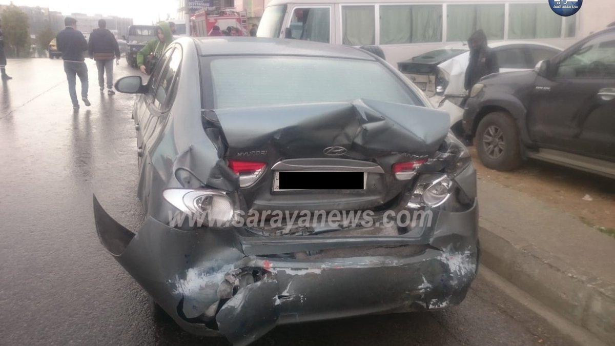 """بالصور ..  إصابات باصطدام 5 مركبات أعلى جسر """"الياسمين"""" في عمان"""
