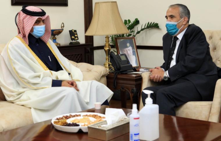 وزير الداخلية يلتقي السفير القطري