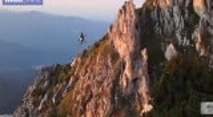 بالفيديو.. عملية إنقاذ لا تصدق لامرأة من على سفح جبل