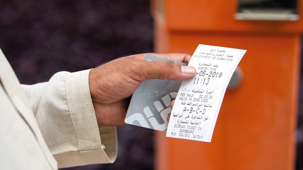 """زائر عربي في دبي يورط نفسه بتهمة التزوير بسبب """"نصف دولار"""""""
