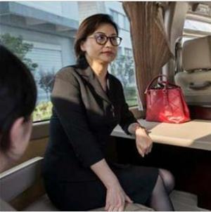 أغنى امرأة عصامية في العالم... أنت شريك في ثروتها