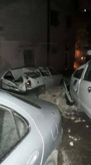 بالصور .. انهيار جدران تحطم عدة مركبات في عمان والزرقاء
