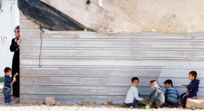 في كورونا ..  غياب أدوات التعلم يحرم طلبة سوريين من حق الدراسة
