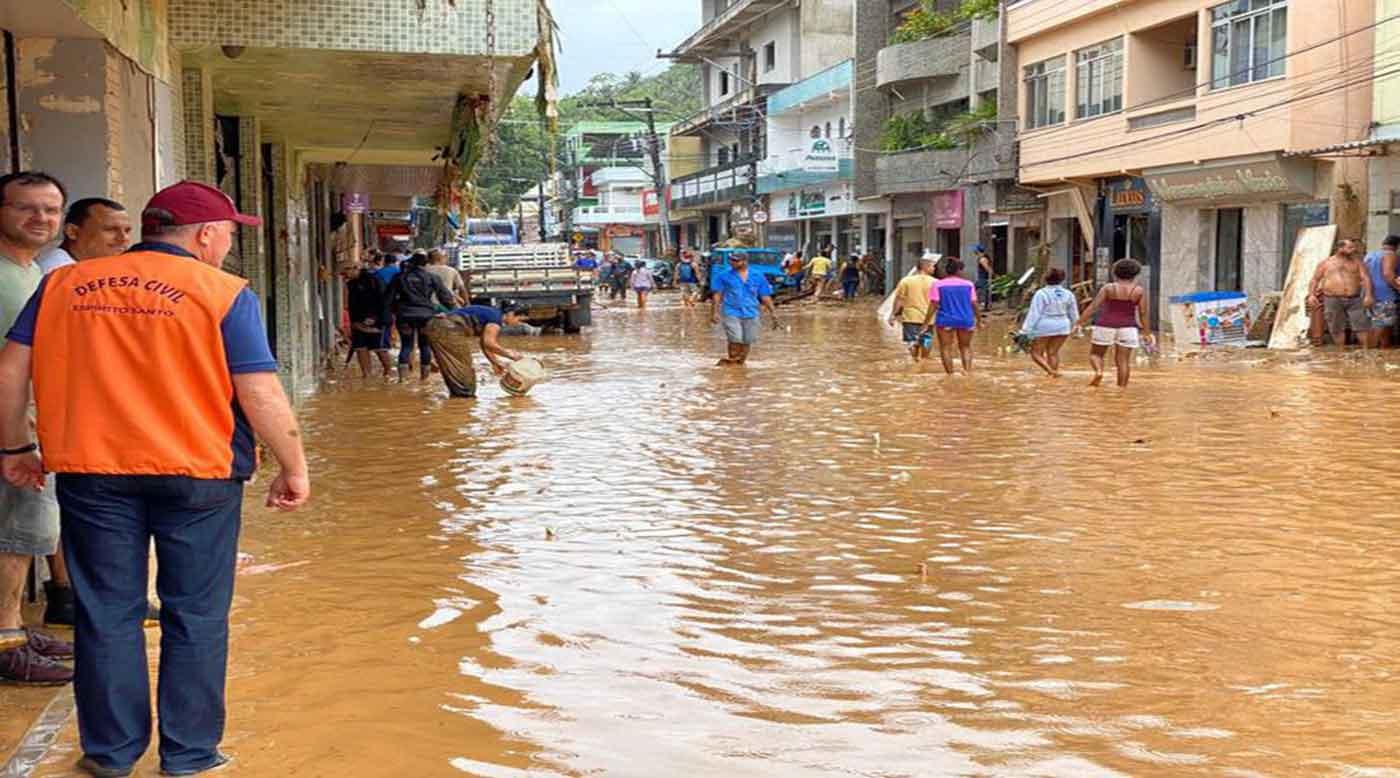 بالفيديو ..  مصرع 6 أشخاص جراء أمطار غزيرة في البرازيل