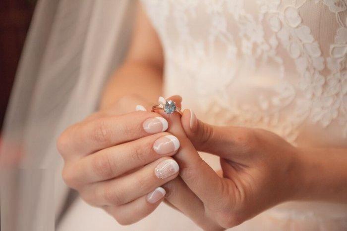 """قصة العروس التي نشرت صورة """"مؤلمة"""" عند قبر عريسها في يوم الزفاف  ..  """"تفاصيل"""""""