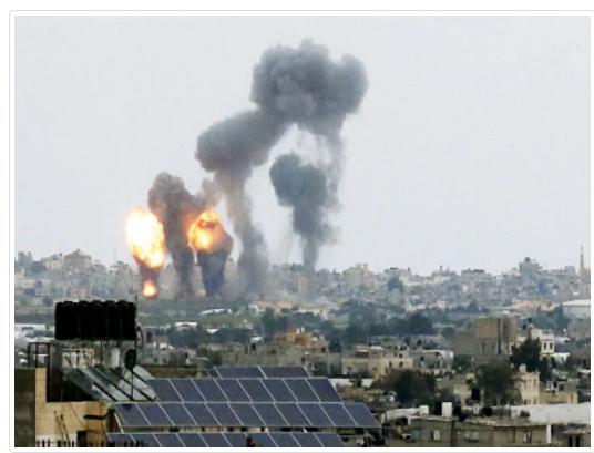 قصف إسرائيلي على غزة وعشرات المصابين في الضفة بمواجهات