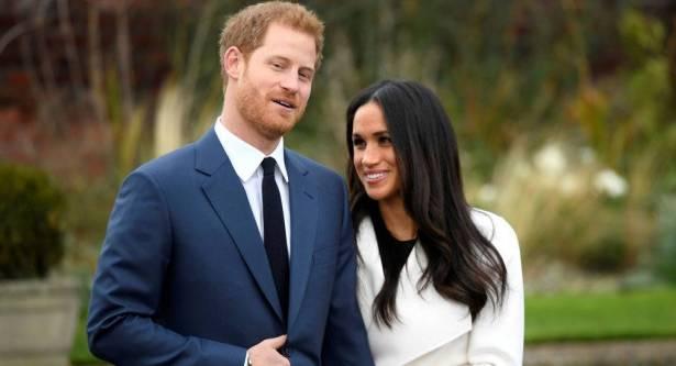 الأمير هاري يشتري لخطيبته مقعدا في طائرة بجانب الحمام وفي الدرجة الاقتصادية
