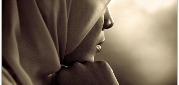 """بالصور والفيديو  ..  """"ما في حجاب بالقرآن وأطلب من الله ألا أرتديه"""" ..  تصريحات جدليّة لإعلامية لبنانية تثير مواقع التواصل"""