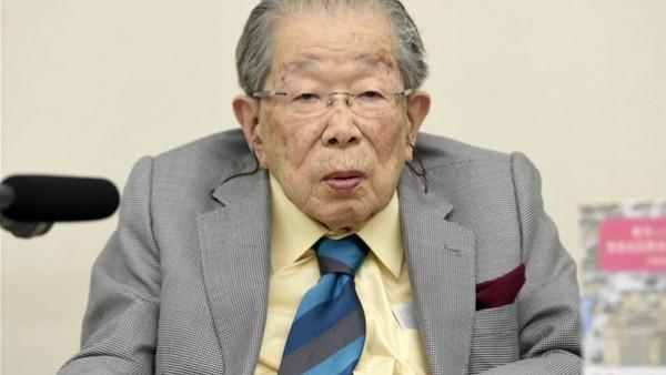 عاش 105 سنوات ..  سر العمر الطويل لأشهر أطباء اليابان