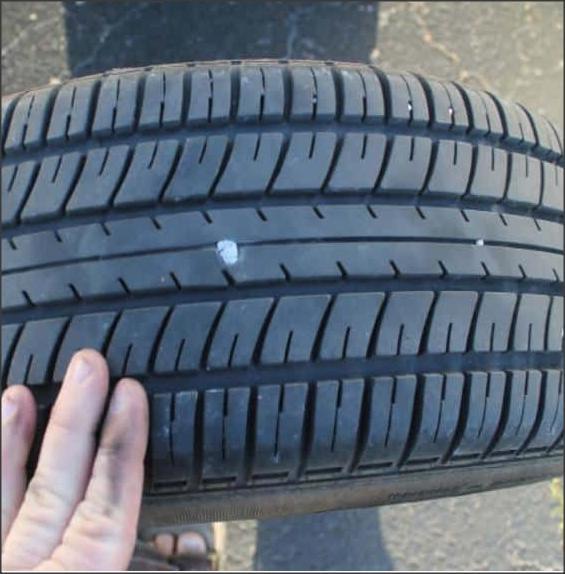 الطريفة الصحيحة في إصلاح ثقوب إطار السيارة