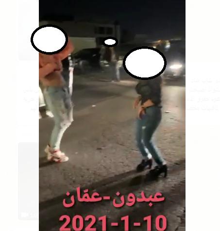 بالفيديو ..  شاب وفتاة يرقصان بأحد شوارع عبدون ويرتديان ملابس فاضحة يُثيران غضب الأردنيين