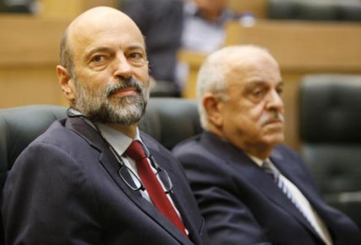 """التعديل الوزاري كشف ضعف اداء الحكومة وعدم التنسيق بين الوزراء  ..  والرزاز """"عنيد"""""""