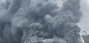 """بالفيديو  ..  احتراق مبنى شركة """"هواوي"""" العملاقة في الصين"""
