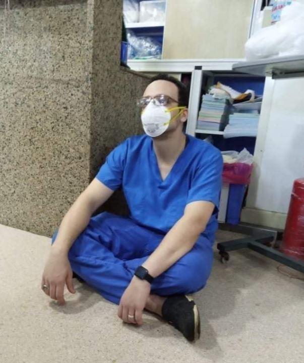 """طبيب مصاب بكورونا لثالث مرة: """"المرة دي شديدة ومش عارف هعدي منها ولا لأ؟"""