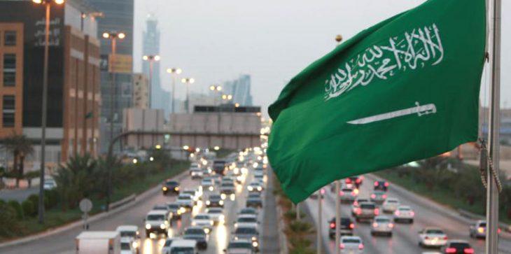 """""""تشابه أسماء"""" يقود شابًا سعوديًا لعالم الشهرة"""