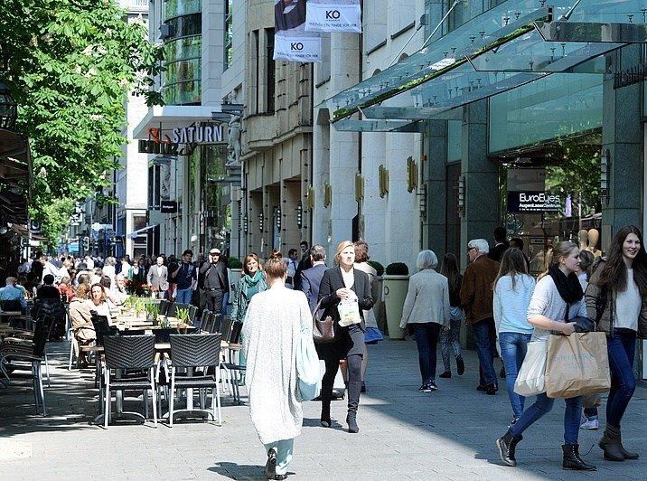 بالصور في كونيجسالي أشهر شارع تسوق في مدينة دوسلدورف