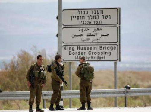 """شاب فلسطيني عائد من الاردن يحاول خنق جندي اسرائيلي في جسر الملك حسين """"تفاصيل """""""
